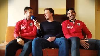 Patrick «Pippo» Rossini (links) und Alessandro «Bobo» Ciarrocchi (rechts) plaudern mit AZ-Sportredaktor Sebastian Wendel (Mitte), was sie über einander zu wissen glauben.