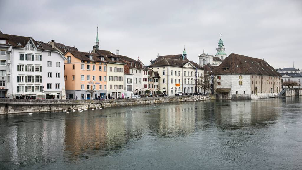 In Solothurn wird es dieses Jahr keinen Ausverkauf geben. Die Regierung schliesst Einkaufsläden und Märkte. (Archivbild)