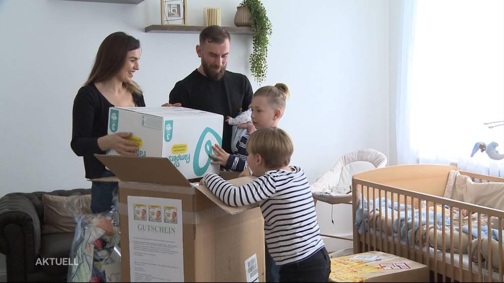 Pampers für Drillinge: Tele M1 überrascht Familie Aliaj