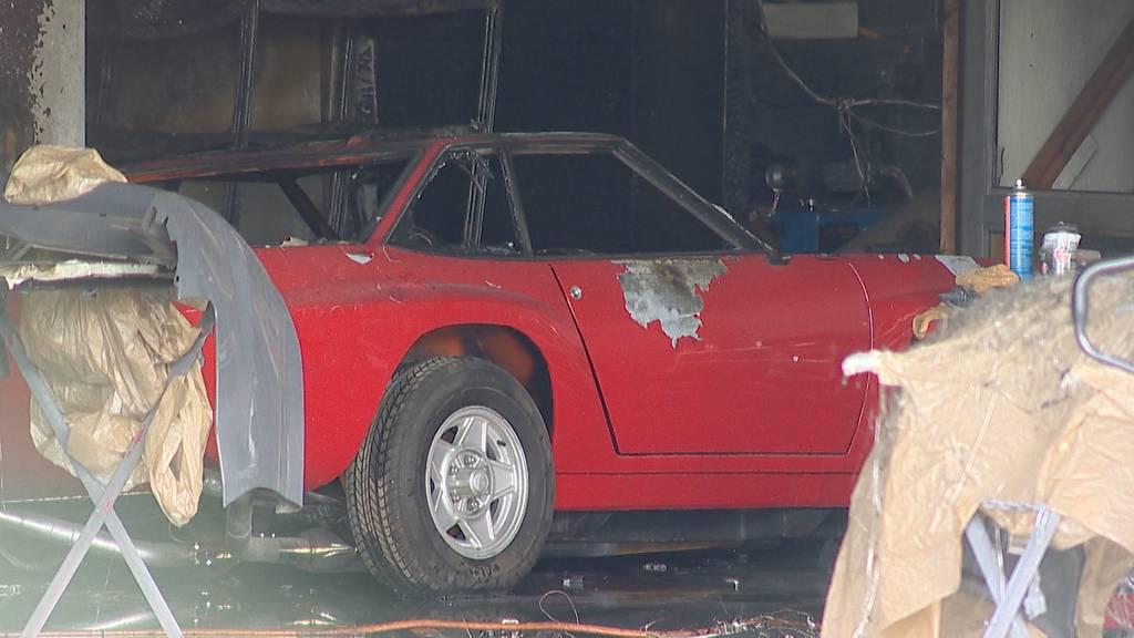 Samstagern (ZH): Brand in Autospritzwerk