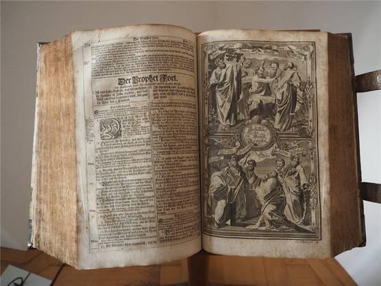 Eine der 100 Bibelausgaben, die ab 30.März im Museum Schiff zu sehen sind.