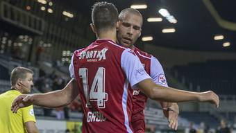 Die Sittener Anto Grgic (Nr. 14) und Pajtim Kasami freuen sich über drei Punkte in Luzern