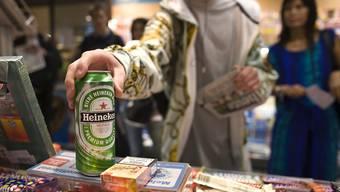 Letztes Jahr hatten viele Jugendliche bei Alkohol-Testkäufen Erfolg (Archiv)