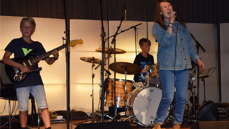 Rock da House: Die Jungen rocken den Bärensaal in Lengnau.