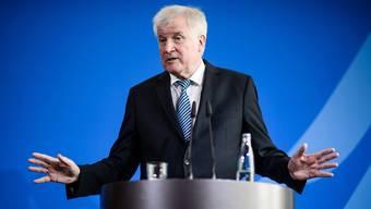 Nicht einverstanden mit der Migrationspolitik seiner Chefin, Bundeskanzlerin Merkel: Der deutsche Innenminister Horst Seehofer von der CSU.