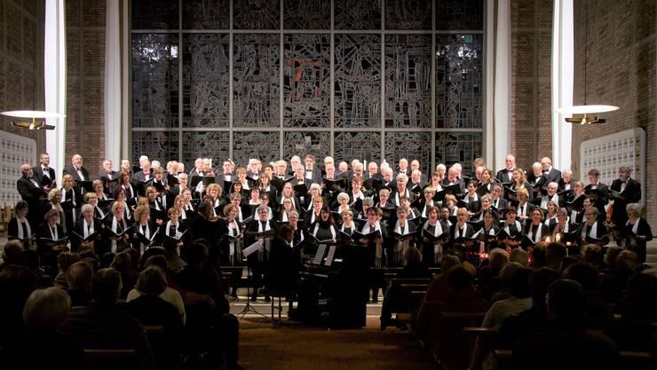 """Der Gesamtchor mit """"amici del canto"""" Riedholz, gemischter Chor Rüti bei Büren und dem Canta Gaudio aus Grenchen"""