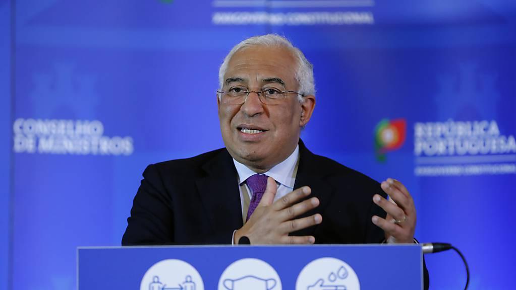 Antonio Costa, Premierminister von Portugal, kündigt wegen stark steigender Corona-Zahlen einen harten Lockdown an. Foto: Armando Franca/AP/dpa