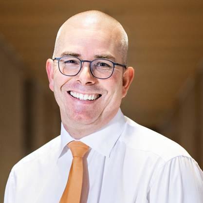 Der 47-Jährige ist seit 2003 CEO und seit 2012 Verwaltungsratspräsident des Chemieunternehmens «Dottikon Exklusive Synthesis». Das Unternehmen beschäftigt 630 Mitarbeitende und stellt Veredelungschemikalien für die Chemie- und Pharmaindustrie her. Es war früher Teil der Ems Chemie. Markus Blocher ist der einzige Sohn des ehemaligen Bundesrats, SVP-Doyens und Unternehmers Christoph Blocher. Er ist verheiratet und hat sieben Kinder. (rom)
