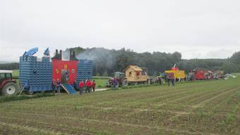Die Wagenkolonne der Jungschützen-Teams wird angeführt vom Sieger-Wagen aus Nennigkofen-Lüsslingen.
