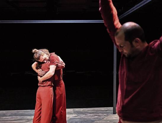 So nicht! Das Luzerner Theater zeigt «Solitude» (Bild von der Premiere vom 24. Januar) jetzt in einer Coronaversion.