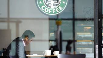 Bei Starbucks gibt's künftig auch firmeneigenen Tee.