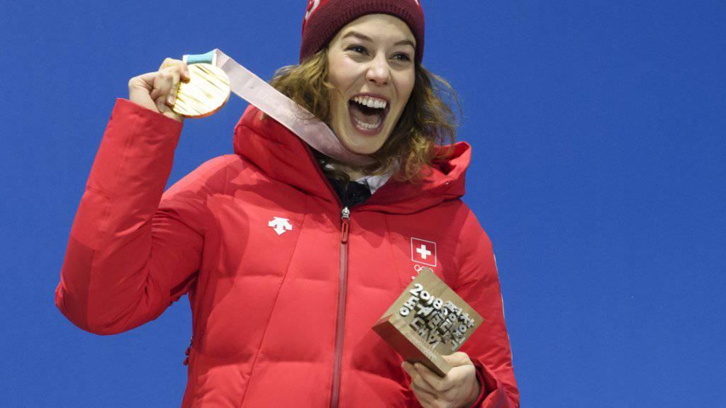 Kombinations-Olympiasiegerin Michelle Gisin bei der Medaillenfeier