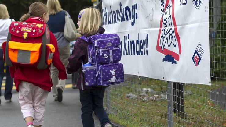 Ausser einigen Elterntaxis und Autofahrern am Handy lief der Schulstart rund.