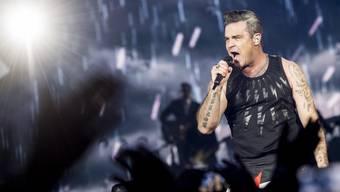 Robbie Williams letzten Samstag topfit im Letzigrund in Zürich. Am heutigen Dienstag hat ihn sein Arzt krankgeschrieben, mehrere Konzerte in Russland fallen aus.
