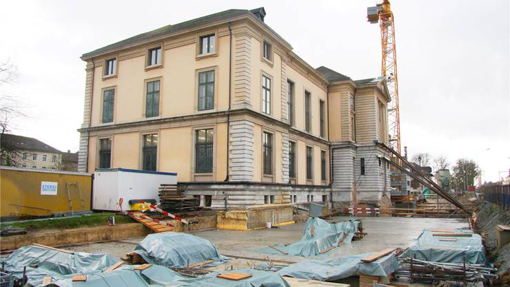 Noch herrscht Pause auf der Baustelle. Doch Ende Januar soll die Aussenhülle des Kulturgüterschutzraums beim Kunstmuseum fertiggestellt sein.