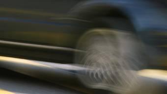 Die 27-jährige Automobilistin dürfte infolge Übermüdung zu weit nach links geraten sein. (Symbolbild)