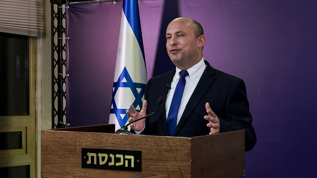 Naftali Bennett, Vorsitzender der ultrarechten Jamina-Partei und designierte Ministerpräsident von Israel, gibt eine Erklärung in der Knesset, dem israelischen Parlament, ab.