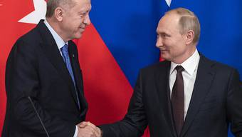 Der russische Präsident Wladimir Putin und sein türkischer Amtskollege Recep Tayyip Erdogan hatten am Donnerstag die Waffenruhe für Idlib vereinbart.