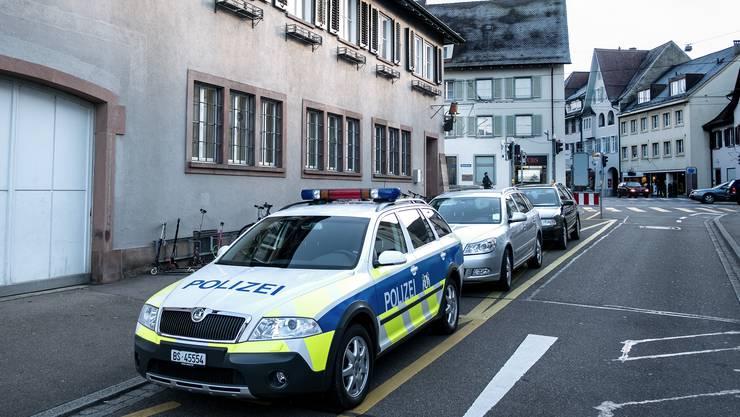 Vor einem Jahr wurde der Polizeiposten in Riehen geschlossen und ist nur noch zu Büroöffnungszeiten geöffnet. Baschi Dürr zieht eine positive Bilanz.