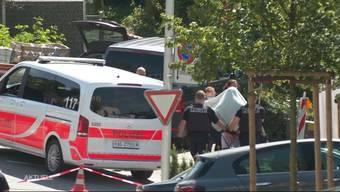 TeleM1-Bericht zum Polizei-Grosseinsatz in Nussbaumen: Ein 27-jähriger Mann soll eine 53-jährige Frau mit einem Messer angegriffen haben.