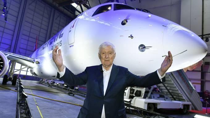 Helvetic Besitzer Martin Ebner strahlt an der Premiere und Einweihung des Embraer E190-E2 der Helvetic Airways