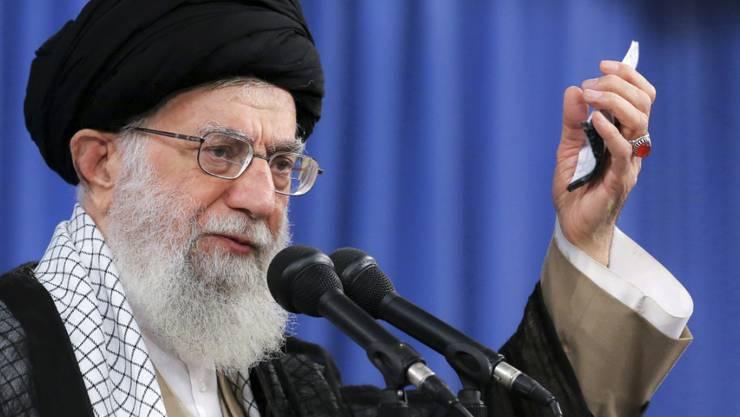 Das geistliche Oberhaupt Irans, Ayatollah Chamenei, will keine Verhandlungen mit den USA, aber auch keinen Krieg.