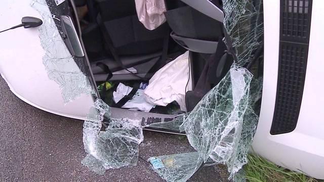 Hunzenschwil: LKW prallt mit Lieferwagen zusammen