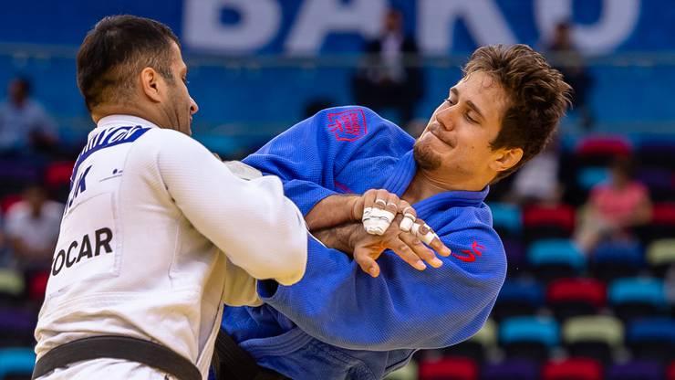 Der Brugger Judoka Ciril Grossklaus (rechts) im Einsatz gegen den Gegner aus Tadschikistan.