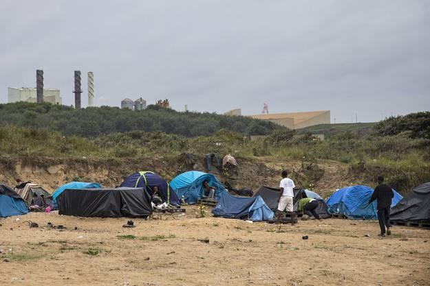 Derzeit warten mehr als 1000 Mirganten in Calais auf den grossen Sprung.