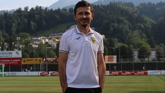 Kriens-Trainer Marinko Jurendic posiert auf dem Kleinfeld