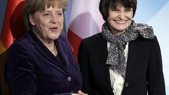 Bundeskanzlerin Merkel (.l.) mit Bundespräsidentin Calmy-Rey (r.)