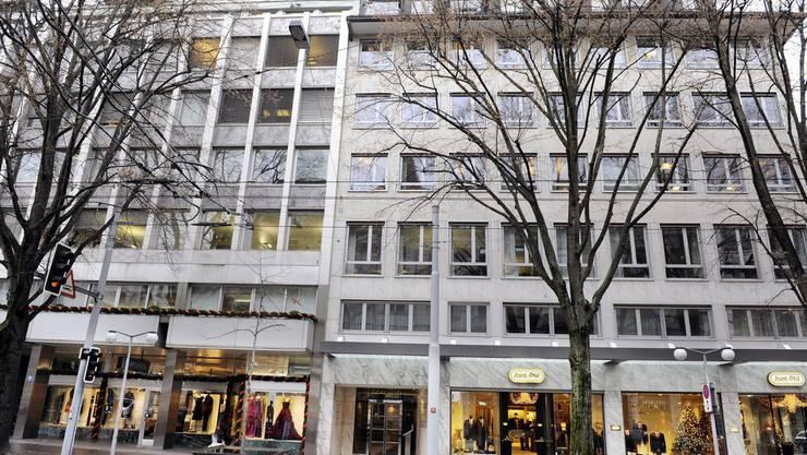 Gebäude an der Bahnhofstrasse 20 in Zürich, Sitz von Core Capital Partners, am Dienstag, 6. Dezember 2011. Martin Gloor, CEO der Core Capital Partners und Präsident des Rennverein Zürich, ist am 5. Dezember verhaftet worden.
