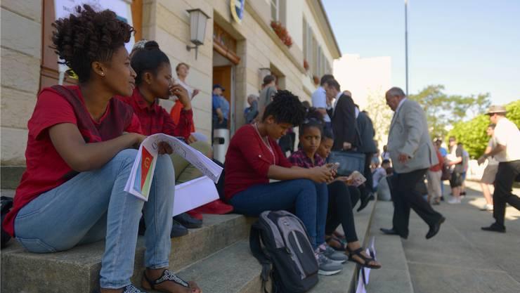 Unbegleitete minderjährige Asylsuchende, sogenannte UMA, bei einer Aktion vor dem Aargauer Grossratsgebäude im vergangenen Juni. (Archiv)
