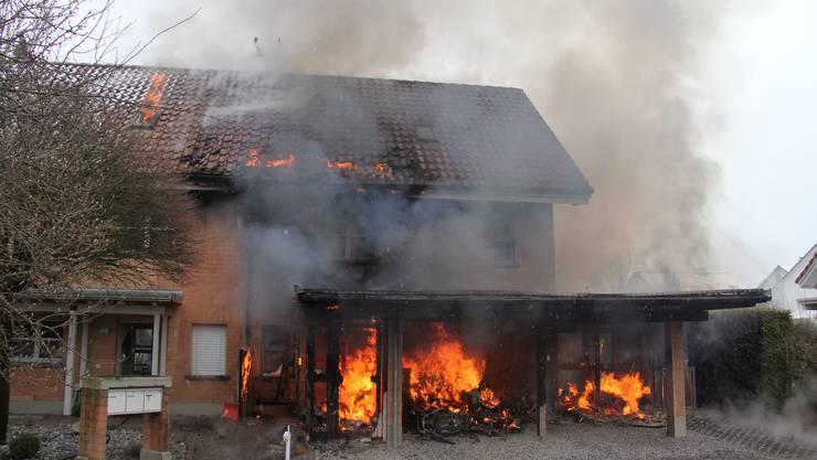 Das Haus stand im Vollbrand.