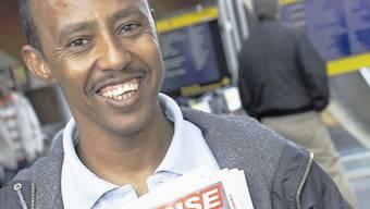 Asylsuchende dürfen im Baselbiet kein «Surprise» mehr verkaufen – die Mindereinnahmen bedrohen das Magazin stark. 2011 geht es nur dank Spenden weiter.