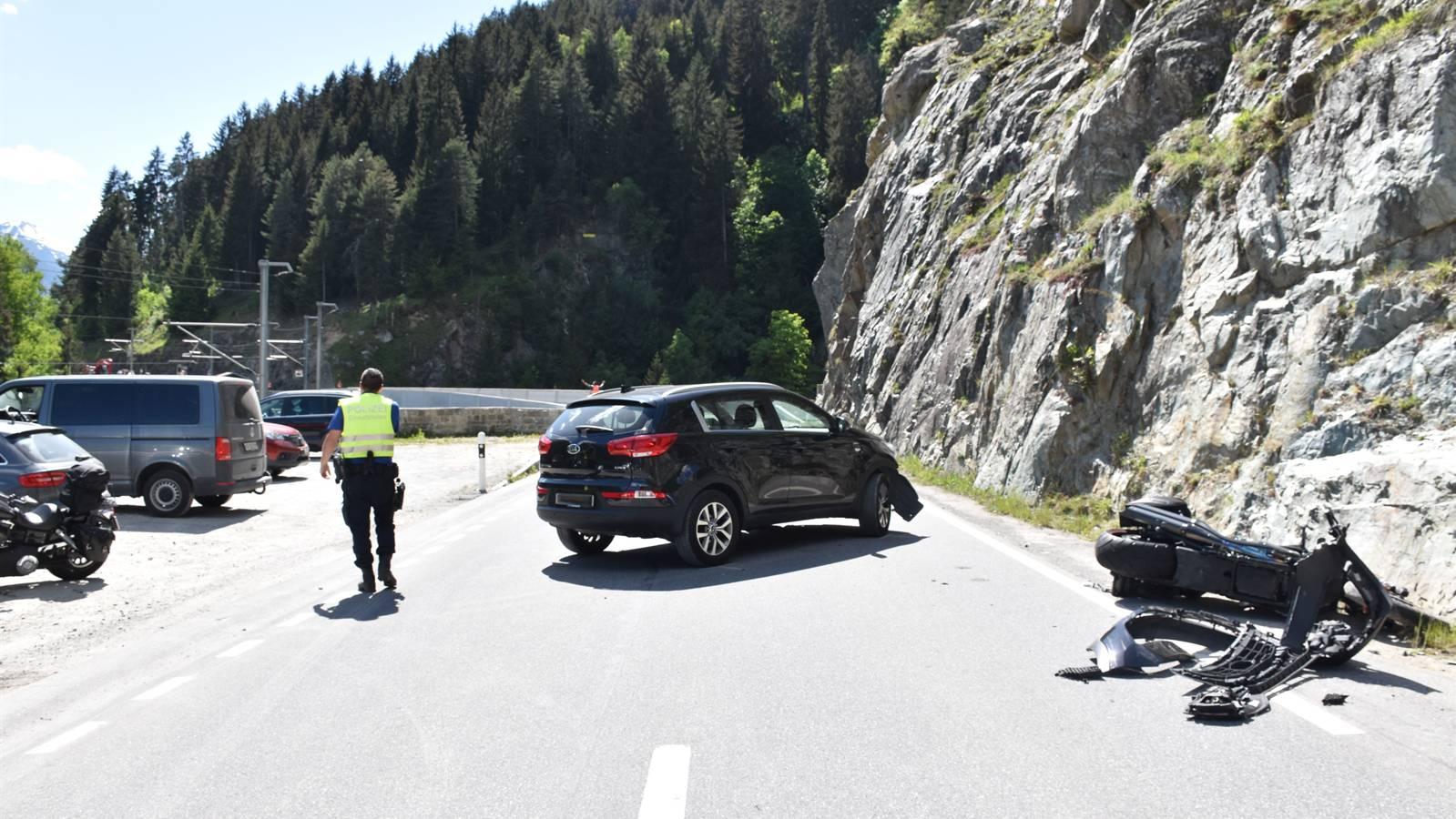 Der Töfffahrer wurde mit der Rega ins Kantonsspital Graubünden geflogen.