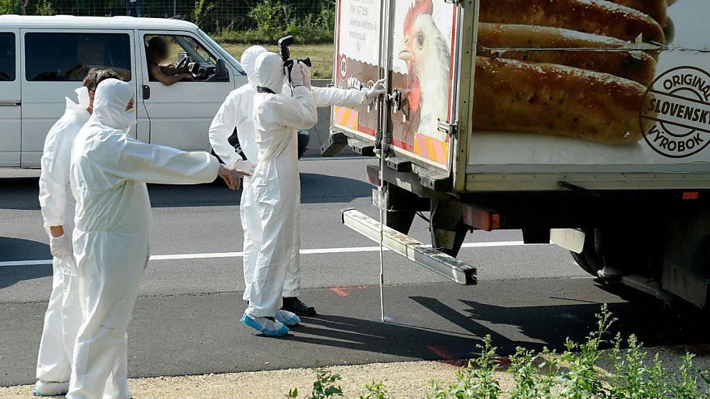 Im Prozess um den Tod von 71 Flüchtlingen in einem Kühllastwagen im Sommer 2015 fordert die Anklage lebenslängliche Freiheitsstrafen für die vier mutmasslich Verantwortlichen. (Archivbild)