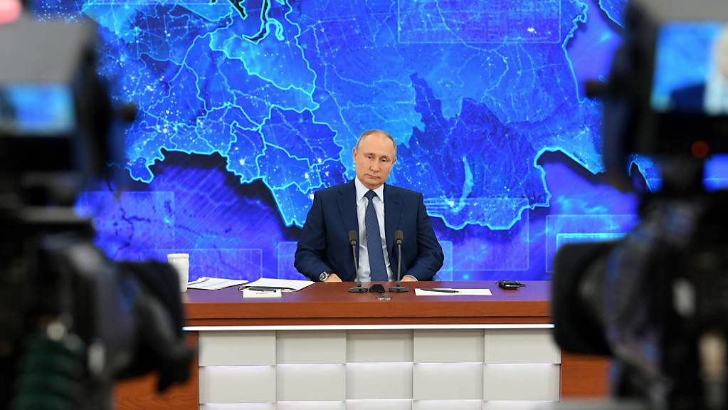 dpatopbilder - Wladimir Putin, Präsident von Russland, spricht bei der großen Pressekonferenz per Video zu Medienvertretern in Moskau. Foto: Aleksey Nikolskyi/Pool Sputnik Kremlin/AP/dpa