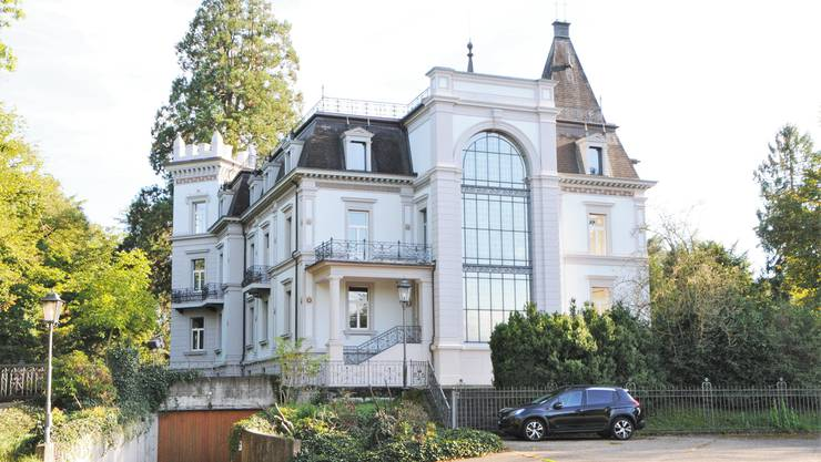 Das Schloss Zurzach gleicht seit 2010 einer Geistervilla. Im Jahr 2019 wurde die «Villa Himmelrych» verkauft.
