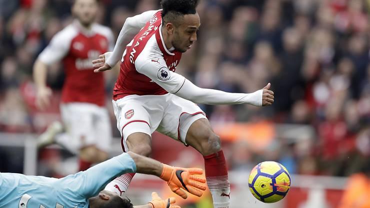 Hier umspielt Arsenals Pierre-Emerick Aubameyang Watfords Goalie Orestis Karnezis zum 2:0