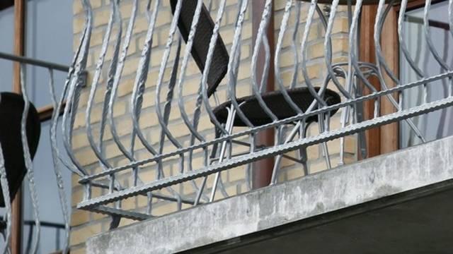 Ein Sturz von einem Balkon endete tödlich (Symbolbild)