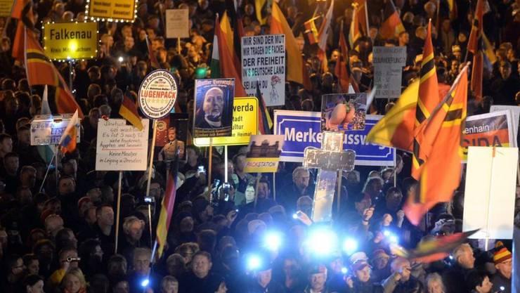 Pegida mobilisierte am Montagabend in Dresden mindestens 6000 Demonstranten.