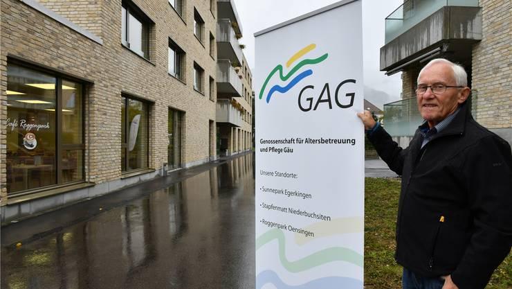 Alfons von Arx vor dem Roggenpark Oensingen, einem der Standorte der Genossenschaft für Altersbetreuung und Pflege Gäu.Bruno Kissling