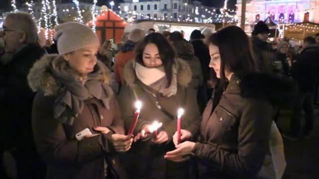 Schweigeminute am Zürcher Weihnachtsmarkt für Opfer von Berlin