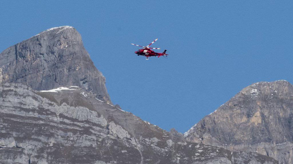Als die Rega am Unfallort eintraf, konnte sie nur noch den Tod des Bergsteigers feststellen. (Symbolbild)