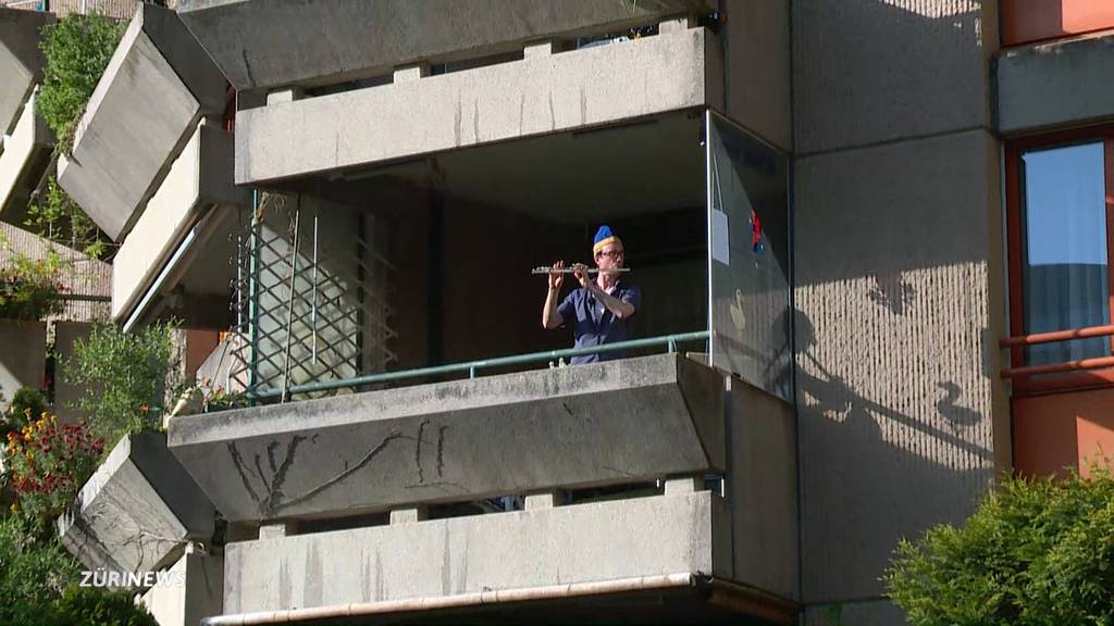 Sechseläuten-Marsch erschallt von Zürcher Balkonen