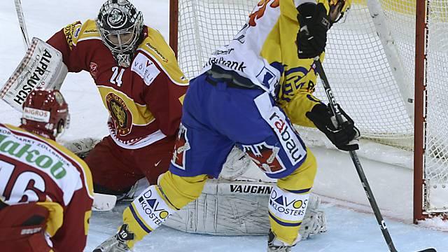 Thornton mit dem 0:1, Langnau-Goalie Hübl hat das Nachsehen