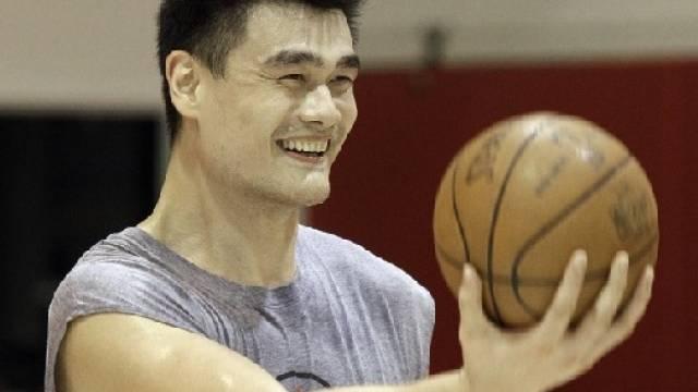Yao Ming gab seinen Rücktritt bekannt