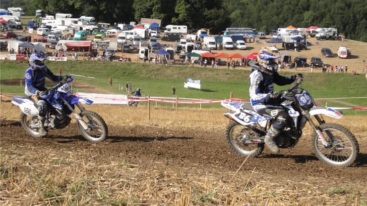Wie im vergangenen Jahr stehen am Benefiz-Motocross in Hornussen auch in diesem Jahr wieder heisse Duelle bevor. chr/Archiv