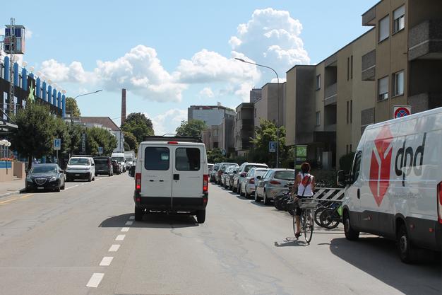 So sah die Baslerstrasse vorher aus.Die Strasse wird damit zur Velovorzugsroute im Sinne der städtischen Velorouten-Initiative.